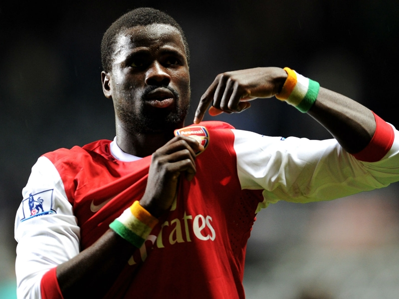 Emmanuel Eboue joins Arsenal fans in Japan