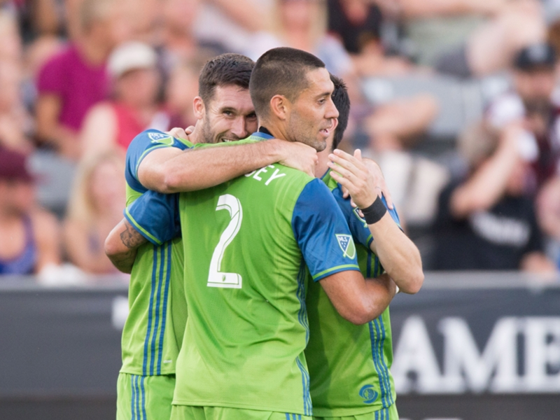 VIDEO: Clint Dempsey completes brace with powerful volley past Tim Howard