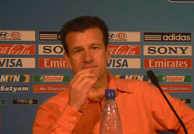 Dunga dá primeira coletiva e exalta time do Internacional