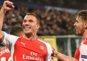 Diese Bilder sind selten geworden. Lukas Podolski sitzt fast nur noch auf der Bank.