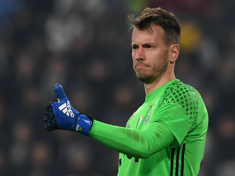 Valencia snap up Juventus goalkeeper Neto