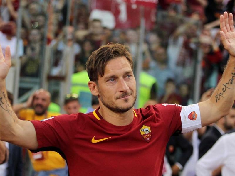 Pas de Japon ou d'USA, Francesco Totti annonce rester à la Roma comme dirigeant