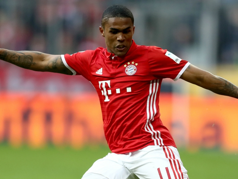 Bayern Munich in Douglas Costa talks with Juventus, confirms Rummenigge