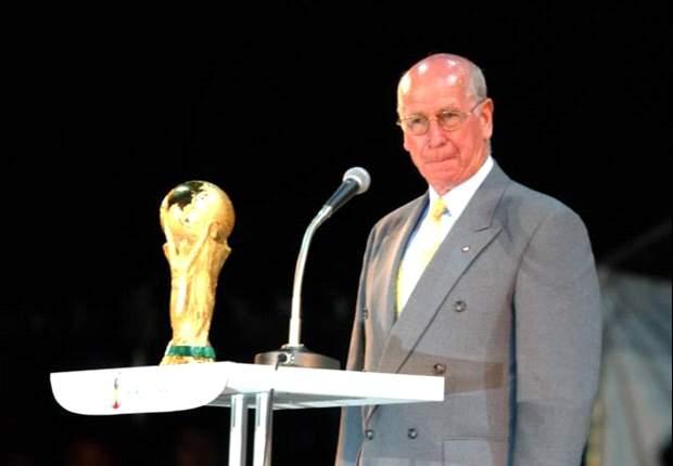 Goal.com's Top 50 English Players: Bobby Charlton (1)