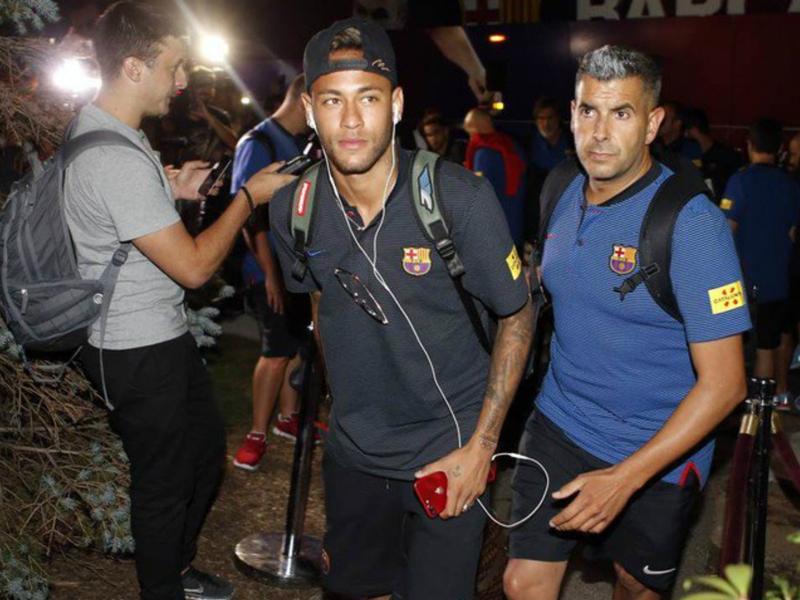 PSG target Neymar and Barca arrive in New York