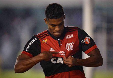 Berrío sofre ruptura no ligamento e desfalca o Flamengo por oito meses
