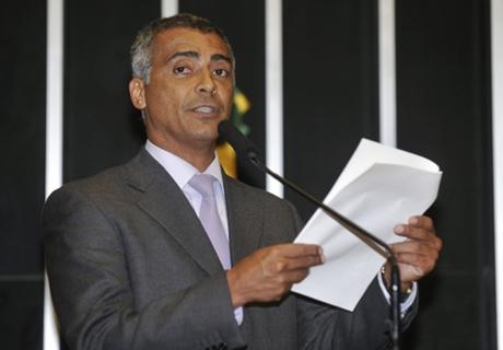 Romário diz que CBF não é confiável