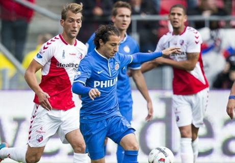PSV & Ajax Kokoh Di Papan Atas
