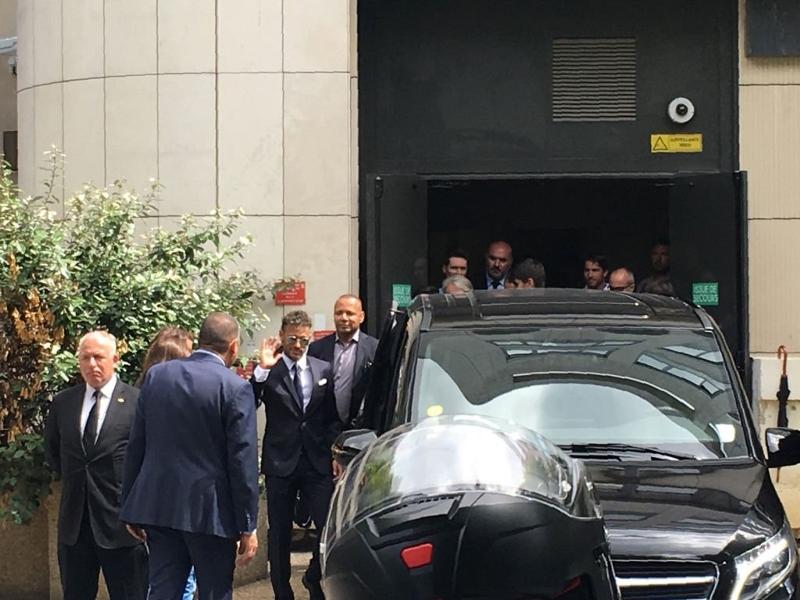 Detran dá bronca em Neymar por andar sem cinto em carro