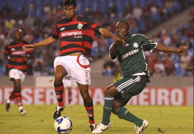 Léo Moura cumpre suspensão automática e retorna ao Flamengo