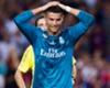 قرار قوي من الاتحاد الإسباني، بإيقاف البرتغالي كريستيانو رونالدو لخمس مباريات بعد طرده في الكاسيكو ودفعه لحكم المباراة، ليغيب عن إياب السوبر وأربع مباريات في الدوري، فكيف ينجح زيدان في التغلب على غياب رونالدو؟
