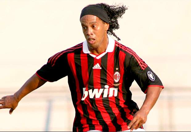 Angry Milan Fans Tell Partying Ronaldinho To 'Go To Bed'
