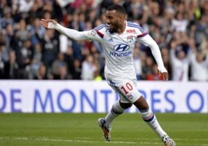 Alexandre Lacazette | Olympique Lyonnais | Meilleur buteur de L1 avec 17 buts, il est le joueur le plus important de l'OL cette saison. Egalement dribbleur, passeur (5) et doué techniquement, c'est la saison de Lacazette.