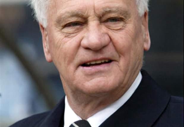 Newcastle eert Robson met standbeeld