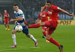 Kölns Jonas Hector (re.) im DFB-Pokal-Spiel gegen den MSV Duisburg