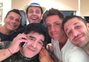 Diego celebró con amigos el comienzo de su cumpleaños.