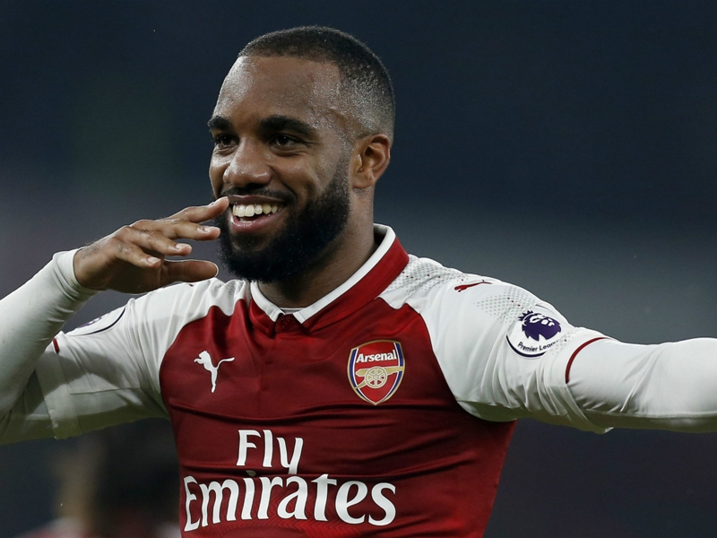 Alexis praises playing style of 'classic striker' Lacazette