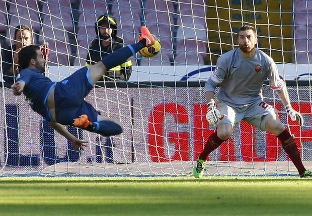 Napoli 2-0 Roma: Higuain & Callejon fire Benitez's side back into title contention