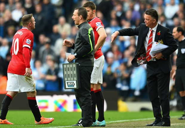 Smalling was stupid - Van Gaal