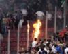 過去にはファンが火炎瓶を投げるなど、事件が発生したことも(C)Getty Images