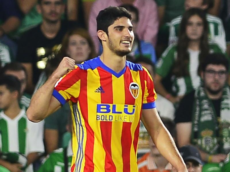 Vidéo - Valence-Deportivo La Corogne, le but de Guedes sur une bourde du gardien