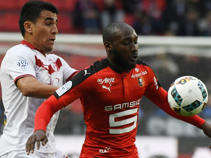 Video: Giovanni Sio scores with a perfect lob against Amiens