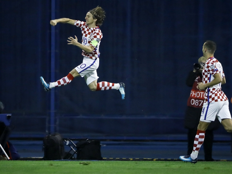 Croatia 4 Greece 1: Kalinic leads play-off rout in Zagreb