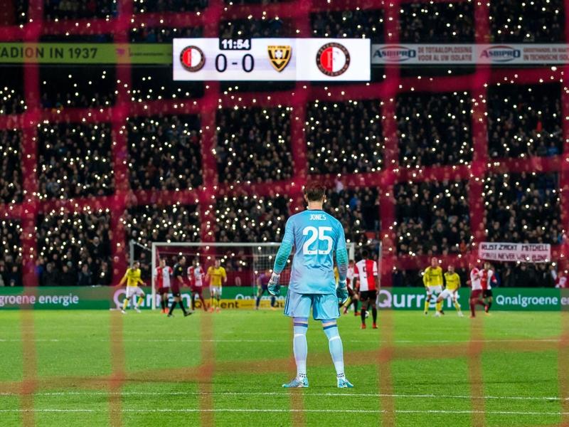 Le vibrant hommage des supporters de Feyenoord au fils décédé de Brad Jones