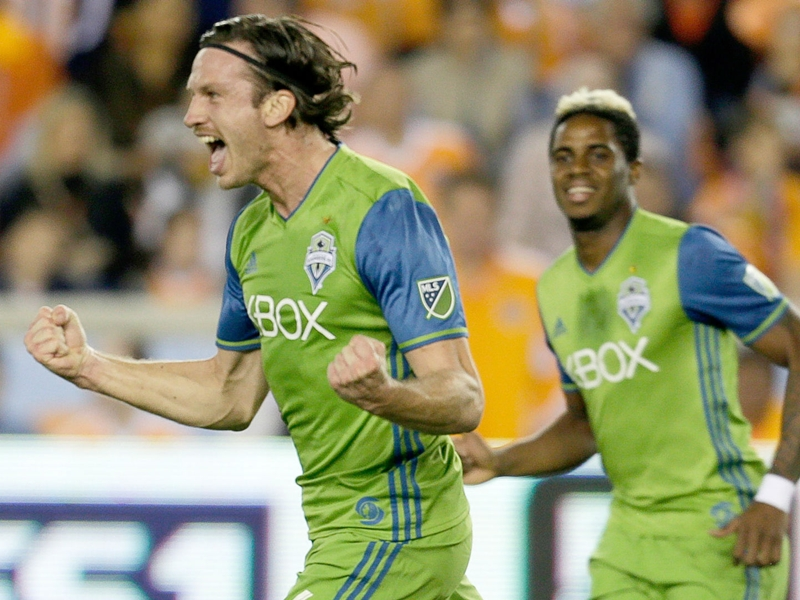 Seattle puts one foot in MLS Cup with 2-0 win over 10-man Houston