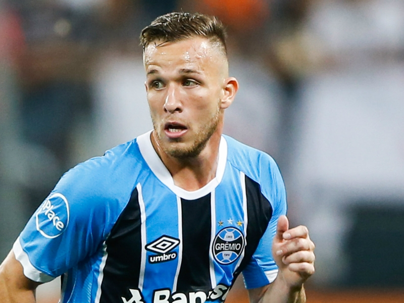 Barcelona step up pursuit of Brazilian prodigy Arthur