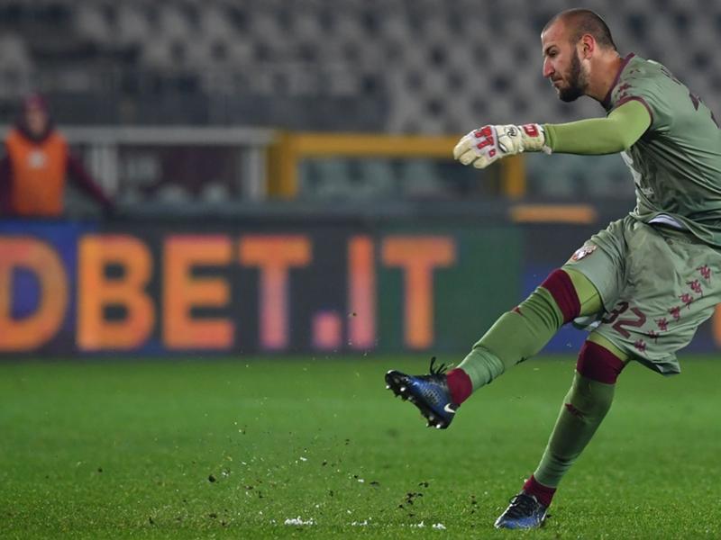 Torino, specialista Milinkovic-Savic: clamorosa traversa su punizione