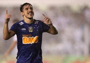 O Cruzeiro esteve muito próximo de ser eliminado da Copa do Brasil, após estar perdendo por 3 a 1 na Vila Belmiro. Mas correu atrás do empate sob muita chuva e arrancou um emocionante 3 a 3 com o Santos para chegar a decisão