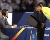 Sudac pregledava snimku na utakmici Reala i Al Jazire