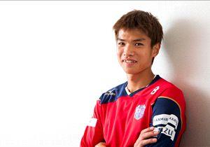 Takahiro Ogiraha menjalani debut di laga internasional saat bertanding di Malang
