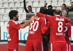 <p><strong>İDEAL</strong></p> <p>Gaziantepspor - Sivasspor &nbsp; 170<br /> Toplam Gol - 2-3 &nbsp;<br /> Oran: 1.75 &nbsp;</p> <p>Schalke - Hannover &nbsp; 174<br /> Ma&ccedil; Sonucu - 1 &nbsp;<br /> Oran: 1.70 &nbsp;</p> <p>Liverpool - West Ham &...