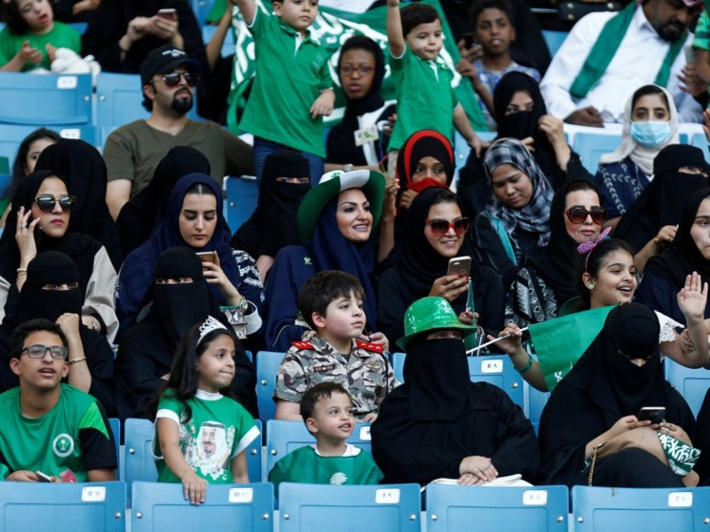 مشجعات الأهلي يسعون لتكوين أول رابطة رسمية في الدوري السعودي
