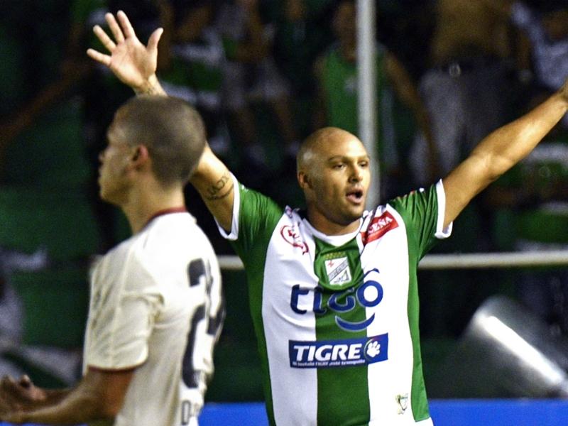 Bizzarra esultanza in Libertadores: Tanque segna, sale in macchina e finge di partire!
