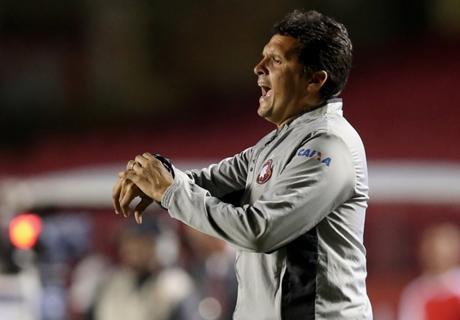 Claudinei avalia derrotas do Atlético-PR