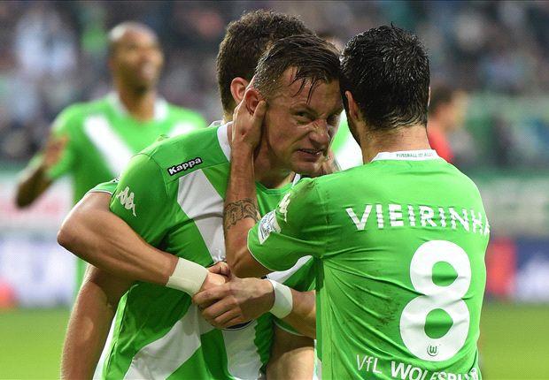 Wolfsburg feiert Olics Treffer gegen den Hamburger SV