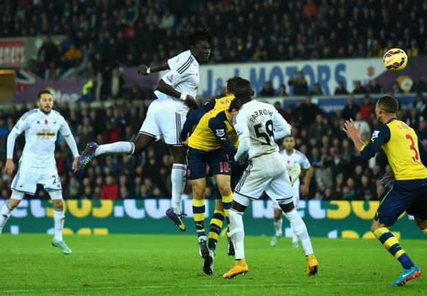 Swansea 2-1 Arsenal : Bafé Gomis et Swansea viennent à bout d