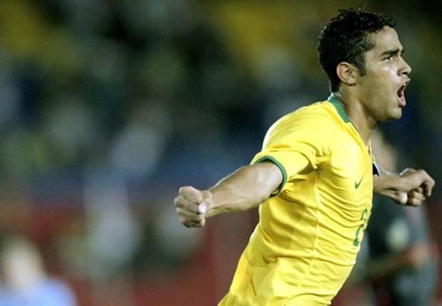 Por Paulinho, Benfica pode oferecer Alan Kardec ao Corinthians