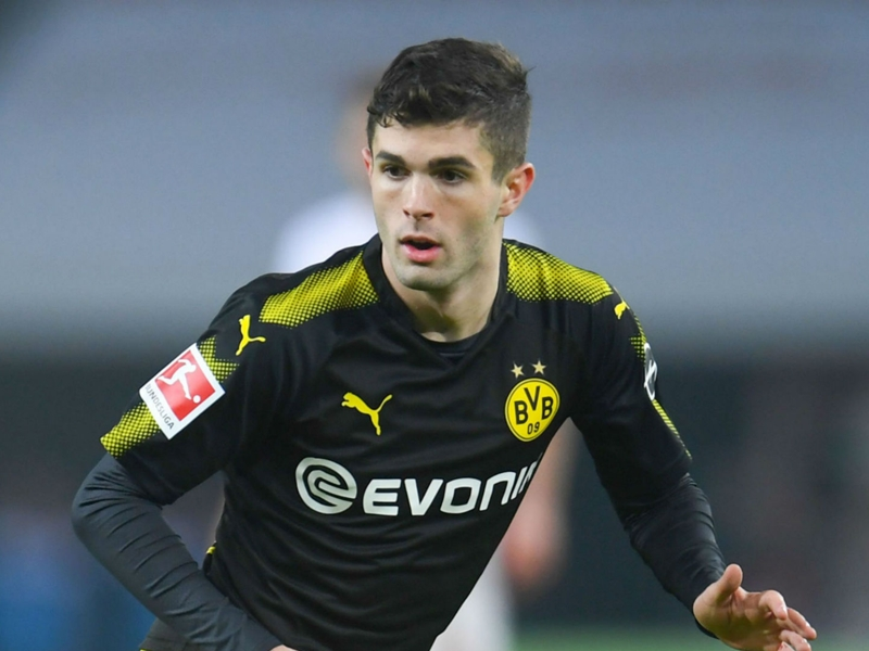 Pulisic urged to snub Man Utd and wait on Liverpool or Real Madrid