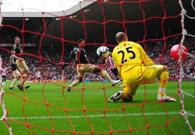 Report: Ref Mike Jones To Be Dropped Over Sunderland's Beach-Ball Goal Against Liverpool