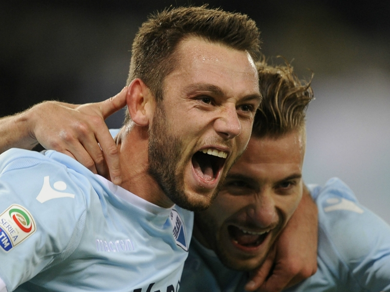 Man Utd target De Vrij free to leave Lazio this summer