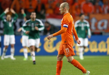 Robben slams insecure Dutch defence