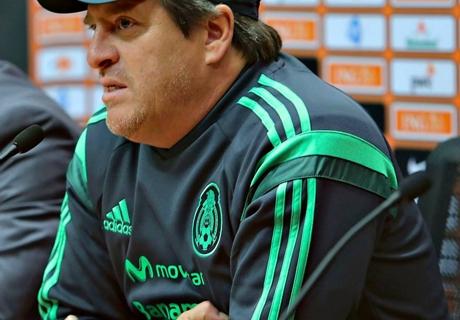 Herrera signs El Tri extension