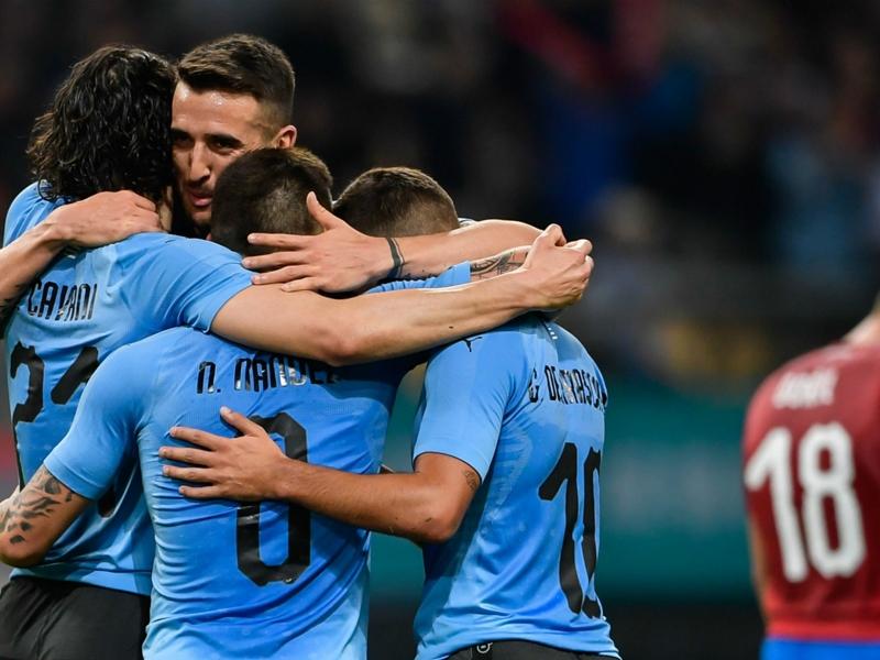 L'Uruguay domine la République Tchèque en amical avec des buts de Luis Suarez et Edinson Cavani