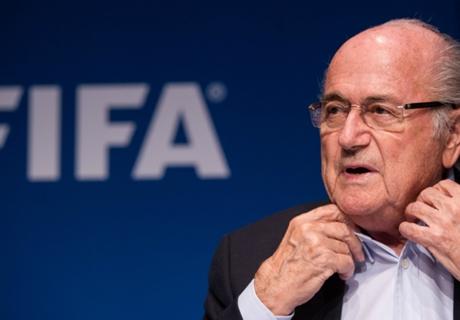 Blatter condamne les incidents à Kiev et Rotterdam