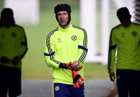 Wenger not interested in Cech bid