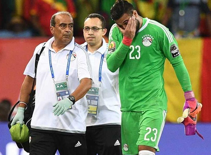 الاتحاد المصري لكرة القدم يتكفل بعلاج أحمد الشناوي